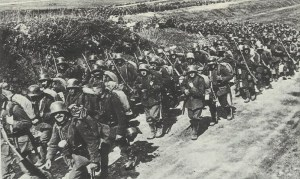 Deutsche Infanterie marschiert zur Frühjahrsoffensive 1918