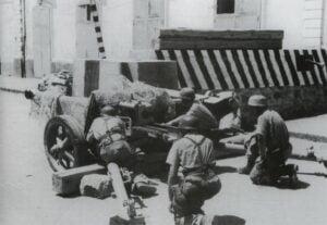 Fallschirmjäger mit PaK verteidigen Rom