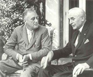 US-Präsident Franklin D. Roosevelt im Gespräch mit Außenminister Cordell Hull