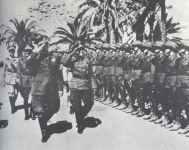 Romel begrüßt die ersten Einheiten des Afrikakorps