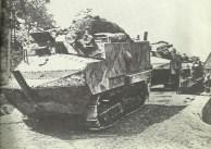 Schneider-Panzer auf dem Marsch zur Front.