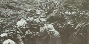 Französische Soldaten in einem eroberten deutschen Graben