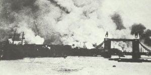 Tower-Bridge in schwere Rauhwolken gehüllt