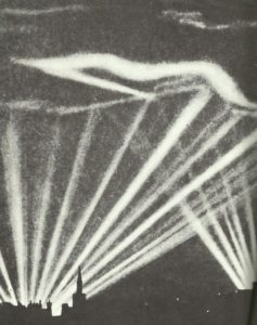Strahlen von Suchscheinwerfern am Londoner Nachthimmel