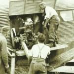 Gebirgsgeschütz in Ju 52 verladen