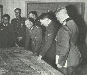 Hitler mit von Brauchitsch und Keitel vor der Lagekarte