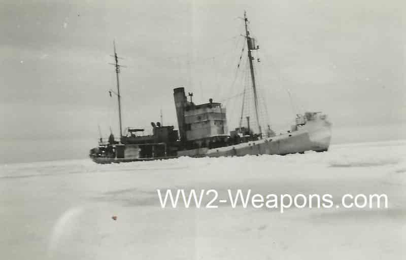 Deutsches MInensuchboot im Eisgang