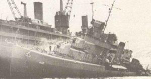 US-Zerstörer Kearny (DD-432) von dem deutschen U-Boot U-568 vor Island torpediert