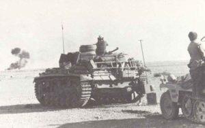 Deutsche Panzer im Raum Tobruk während des Unternehmen Crusader