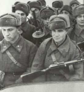 Truppentransporter der Roten Armee