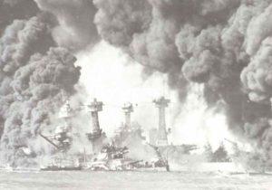 brennenden Schlachtschiffe West Virginia und Tennessee