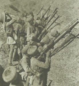 Indische Soldaten mit Lewis-MG