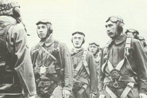 Japanische Flugzeugbesatzungen während der letzten Einsatzbesprechung