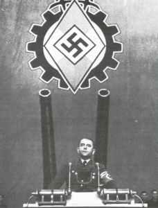 Albert Speer spricht vor Rüstungsarbeitern