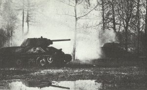 T-34-Panzer der Roten Armee beim Angriff