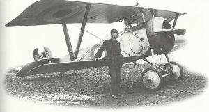 Billy Bishop vor seinem Nieuport XVII