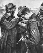 SS-Sturmmann der Totenkopf Luger-Pistole