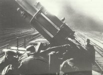 Flak auf Tieflader-Waggons