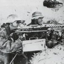 SS-Mannschaft eines MG 34 im Winter 1941/42