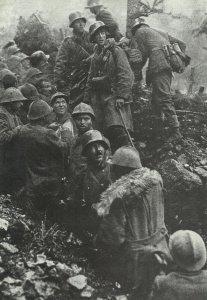 Italiener lassen sich von Österreichern gefangennehmen