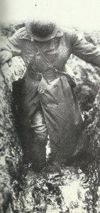 Soldat im Schlamm von Flandern