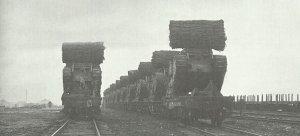Britische Tanks verladen auf der Eisenbahn