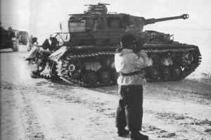 PzKpfw IV Ausf.G erwarten auf einer Straße den russischen Gegenangriff