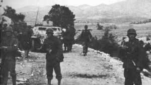 Deutsche Infanterie mit Schützenpanzern Kasserine-Pass