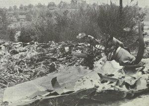 Trümmer eines abgeschossenen britischen Stirling-Bombers