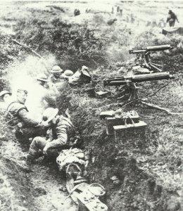 Vickers-MG-Schützen in deutscher Stellung