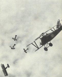 Luftkampf zwischen britischen und deutschen Jagdflugzeugen