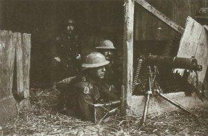 Vickers-Maschinengewehr versteckt in Bauernhof