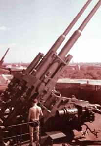 Flugabwehrkanonen auf Fla-Türmen