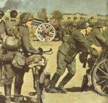 deutsche Infanterie-Einheit beim Abmarsch
