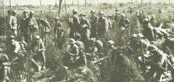 US-Infanterie mit französischen Offizieren Argonner Wald