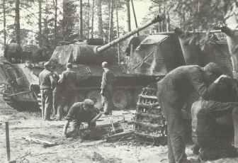 Feldinstandssetzungswerkstatt einer deutschen Panzerdivision