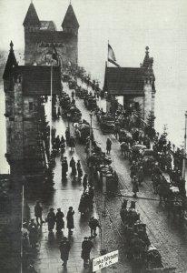 Rückführung deutscher Truppen über die Rheinbrücke bei Bonn