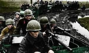 Stosstrupp motorisierter  Infanterie in US-Halbkettenfahrzeugen
