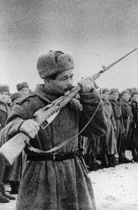 Vereidigung eines Soldaten der Roten Armee