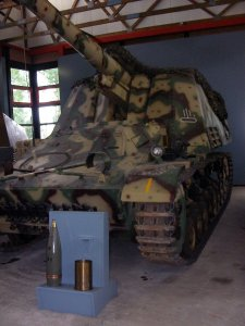 Hummel im Panzermuseum Munster