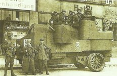 Panzerwagen auf dem Alexanderplatz in Berlin