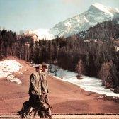 Hitler beim Berghof mit seinem Hund 'Blondi'