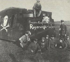 Panzettruppe mit einem A7V