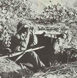 britischer Soldat in Burma überwacht Anmarschwege
