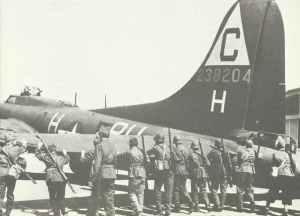 auf dem schweizer Flugplatz Genf-Cointrin notgelandete Boeing B-17 G