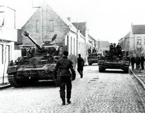 PzKpfw IV der 'HJ' in den Strassen von Caen