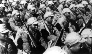 national-chinesische Einheit in voller Kampfausrüstung