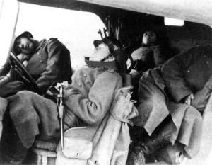 Erschöpfte deutsche Soldaten Serbien Oktober 1944