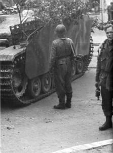 Sturmgeschütz der Hohenstaufen-Division in Arnheim