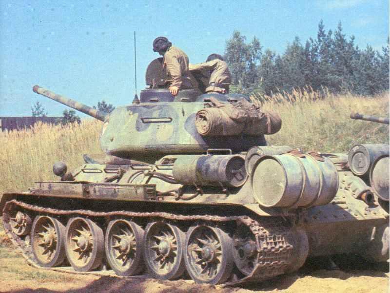 Ein schönes Farbfoto eines T-34/85.